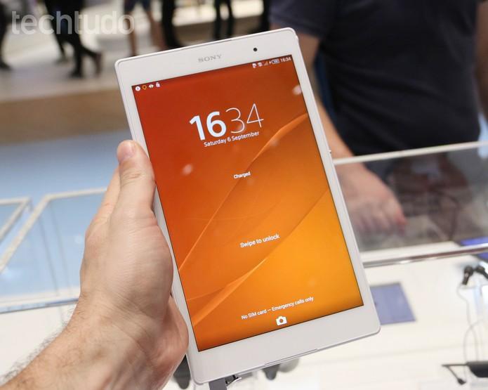 O Xperia Z3 Compact Tablet tem tela de 8 polegadas (Foto: Fabrício Vitorino/TechTudo)