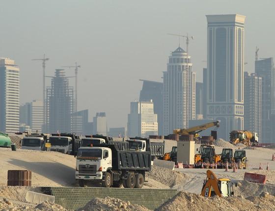 Obras de construção em Doha, Catar. País se prepara para sediar a Copa do Mundo de 2022 (Foto: Sean Gallup/Getty Images)