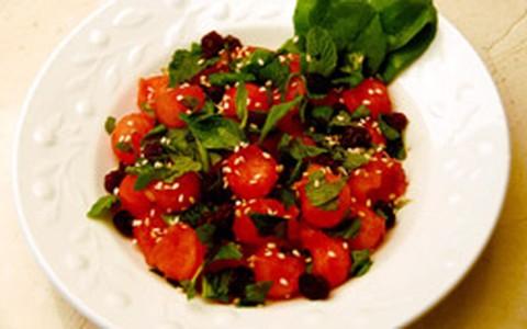 Salada de melancia, rúcula e hortelã