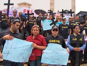 Policiais Rodoviários Federais fazem passeata até a Igreja do Bonfim (Foto: Imagem/ TV Bahia)
