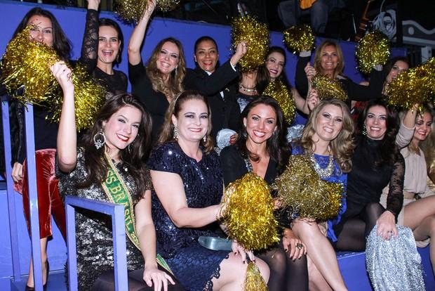 Melissa Gurgel,  Miss Brasil 2014, e ex-misses conferem o espetáculo Chacrinha o Musical (Foto: Raphael Castello/AgNews)