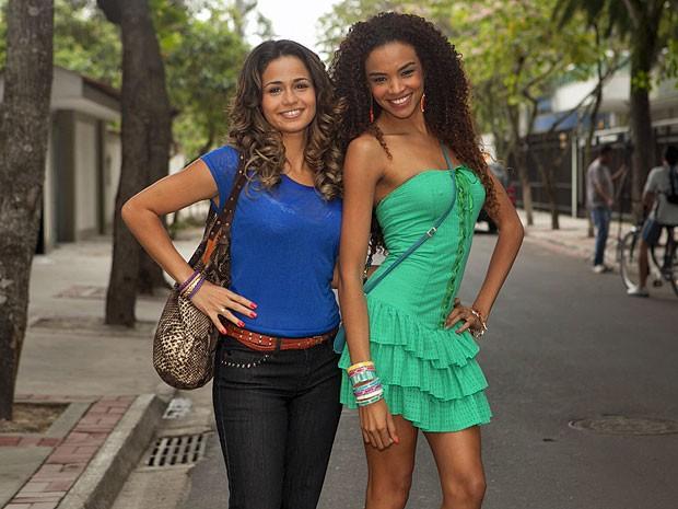 Nanda Costa e Lucy Ramos posam antes do início das gravações (Foto: Salve Jorge/TV Globo)