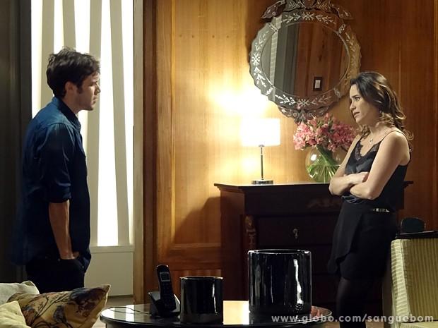 Maurício pede para Malu resolver seu lance com Bento (Foto: Sangue Bom / TV Globo)
