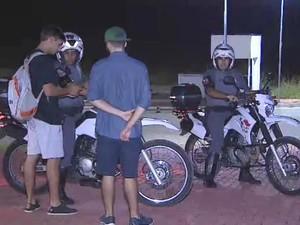 Estudantes da Unifesp são alvo de arrastão em São José (Foto: Wilson Araújo/TV Vanguarda)