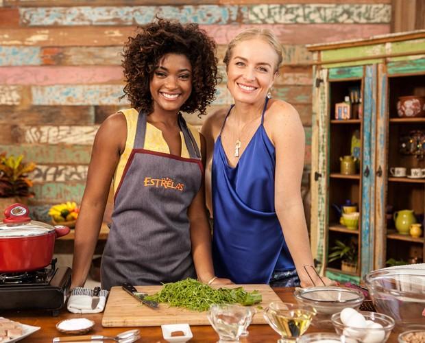Erika e Angélica posam para foto (Foto: TV Globo/Inácio Moraes)
