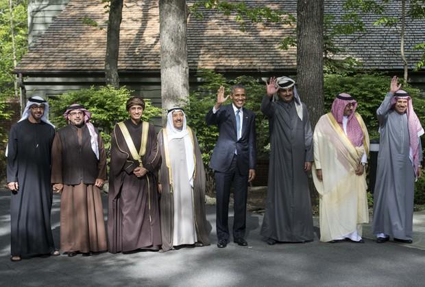 Barack Obama posa ao lado dos líderes dos Emirados Árabes Unidos, Bahrein, Omã, Kuwait, Qatar e Arábia Saudita (Foto: AFP Photo/Nicholas Kamm)