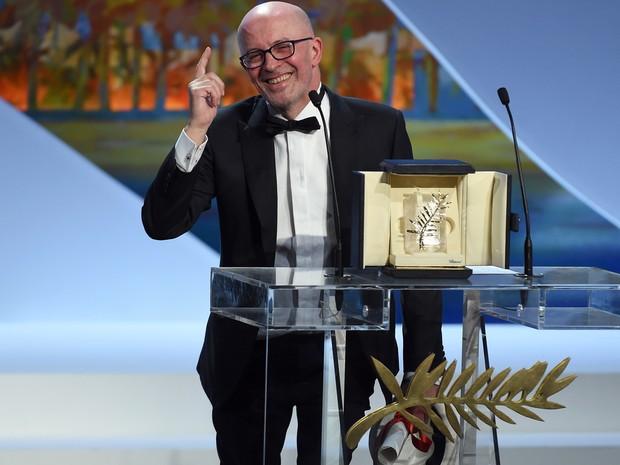 O diretor francês Jacques Audiard discursa após ser premiado com a Palma de Ouro (Foto: Anne Christine Pojoulat / APF)