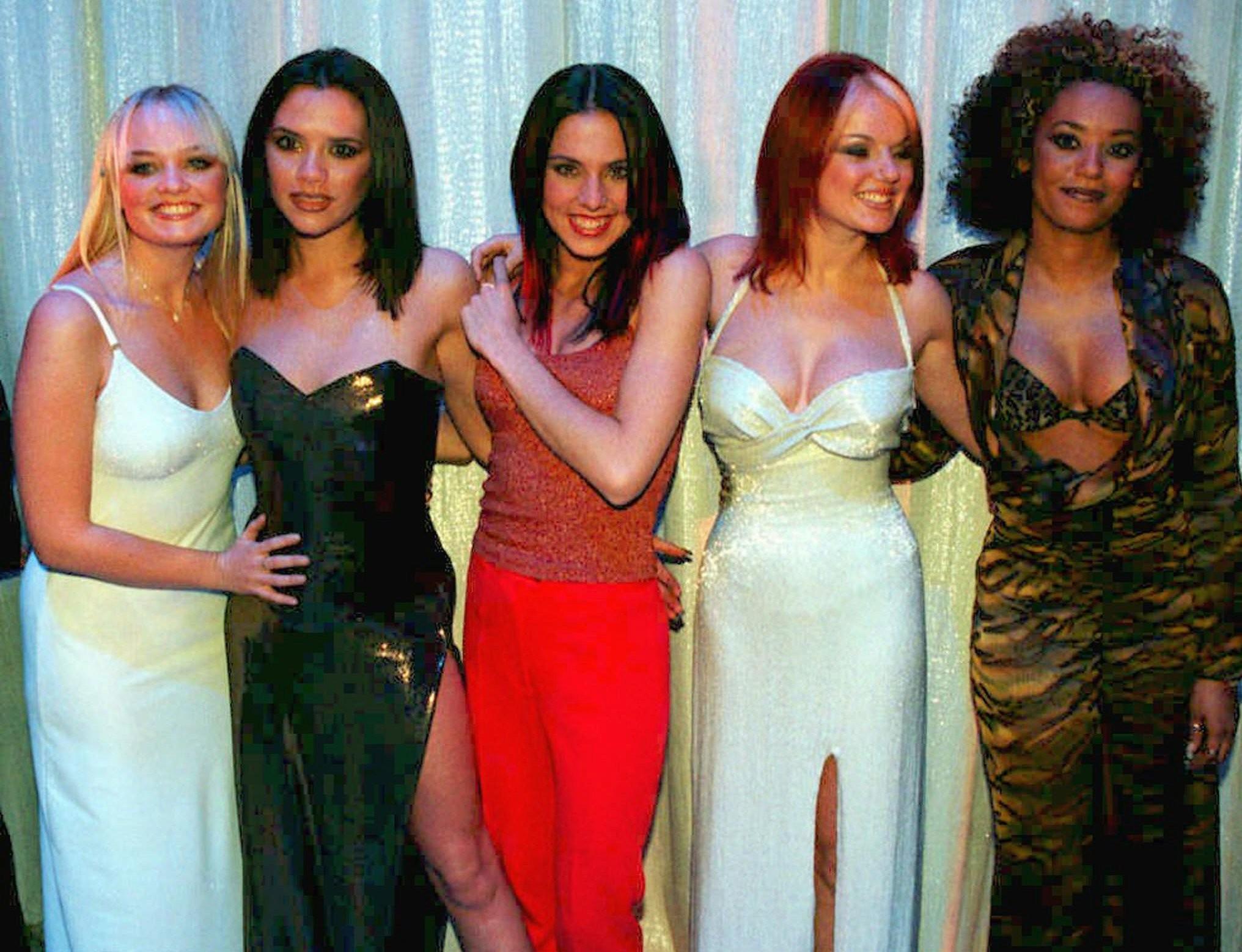 Victoria Beckham (segunda, da esquerda pra direita), na poca de ouro das Spice Girls (Foto: Associated Press)