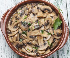 Estrogonofe de cogumelo Paris com batata-doce