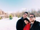 Depois de novela, Polliana Aleixo viaja com namorado para esquiar