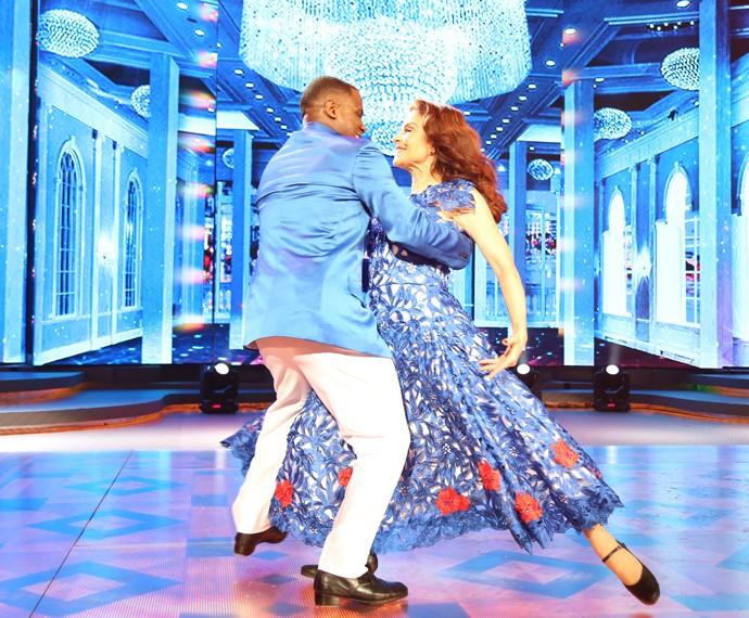 Françoise Forton dança com elegância (Foto: Carol Caminha/Gshow)