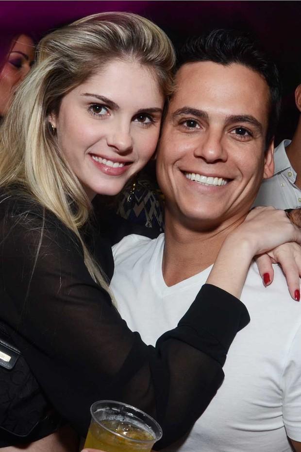 Barbara Evans e seu namorado (Foto: Ari Kaye/ Divulgação)