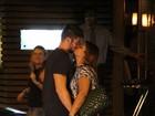 Preta Gil tem jantar romântico em restaurante carioca