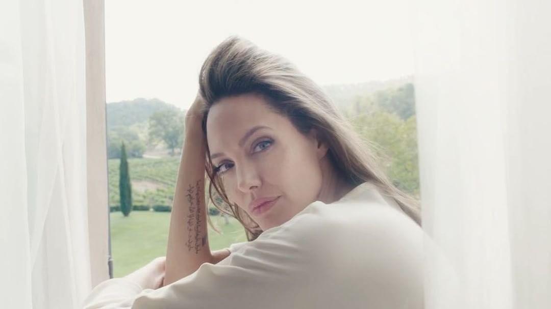 Angelina também fez um vídeo para a campanha (Foto: Divulgação)