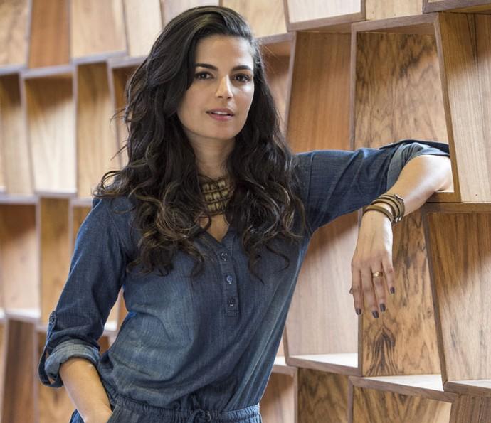 Já Emanuelle Araújo mantém o cabelão escuro (Foto: Estevam Avellar/Globo)