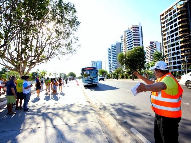Ônibus para Fifa Fan Fest em Manaus (Foto: Marinho Ramos/Semcom)