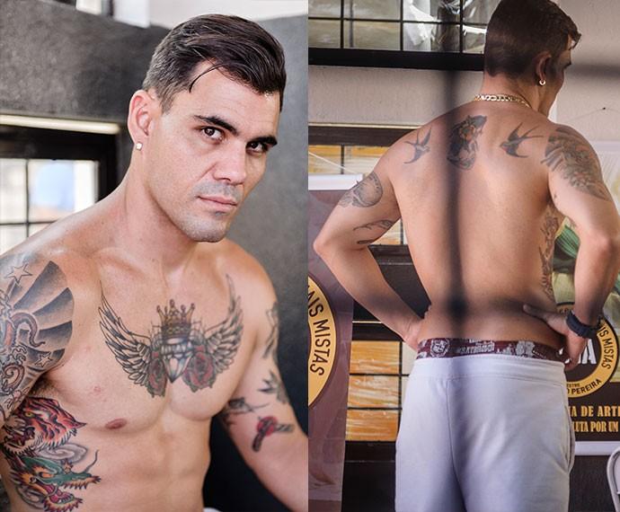 A tatuagem no peito do ator é removível, a única que não é de Juliano Cazarré (Foto: TV Globo / Caiuá Franco)