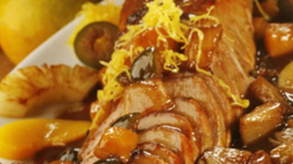 Super Lombo de porco assado e caramelado ao molho de frutas - Guia de  GV93