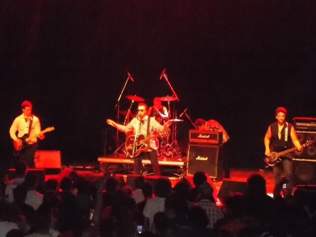 Marcelo Nova com sua banda durante apresentação no Sesc em São José dos Campos. (Foto: Giuliano Siqueira)