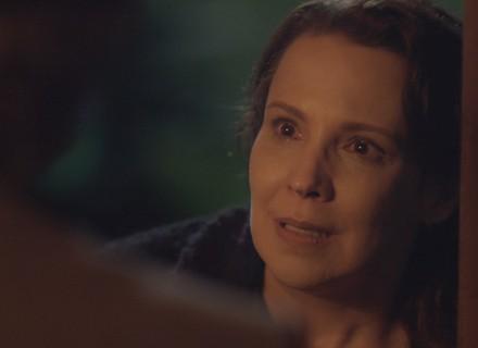 Emília descobre plano de Vitória e promete vingança: 'Me paga'