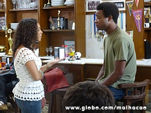 Júlia não aceita o preconceito da avó (Foto: Malhação / TV Globo)