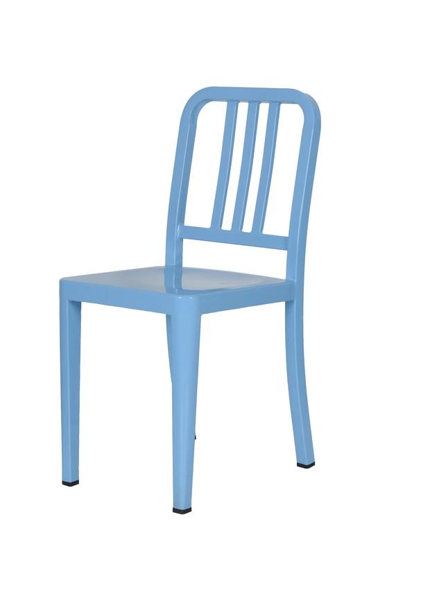 STUDIO-BERGAMIN-Vendita-Speciale-promocao-maio-cadeira-azul (Foto: Marcelo Magnani/Divulgação)