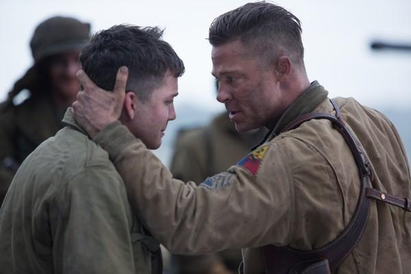 Shia LaBeouf e Brad Pitt em Corações de Ferro (2014) (Foto: Reprodução)