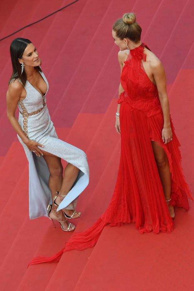 Alessandra Ambrósio e Rosie Huntington no Festival de Cannes (Foto: AFP)