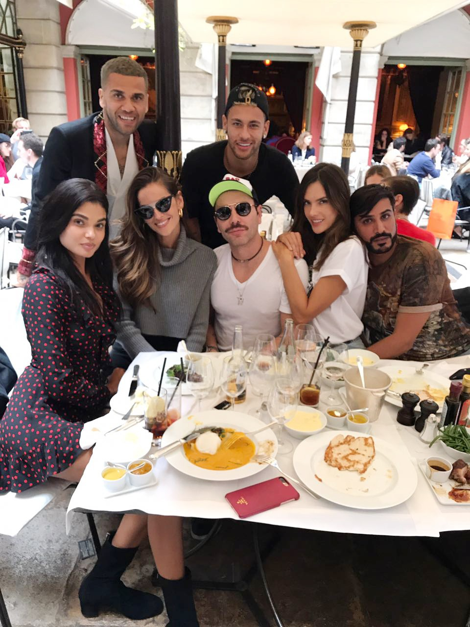 Daniel, Neymar, Dani Braga, Izabel Goulat, Matheus Mazzafera e Alessandra Ambrosio (Foto: Divulgação)