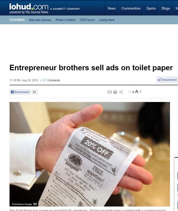 Irmãos criaram papel higiênico que vem com anúncios impressos. (Foto: Reprodução)