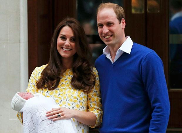 William e Kate deixaram hospital neste sábado após nascimento do segundo filho (Foto: Suzanne Plunkett/Reuters)