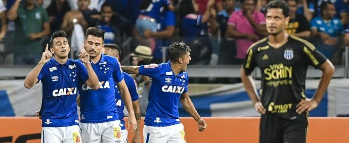 Jogadores do Cruzeiro comemoram gol de Robinho (Foto: Yuri Edmundo / Light Press)