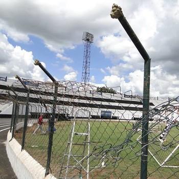 Palma Travassos recebe novo alambrado (Foto: Divulgação/Comercial FC)