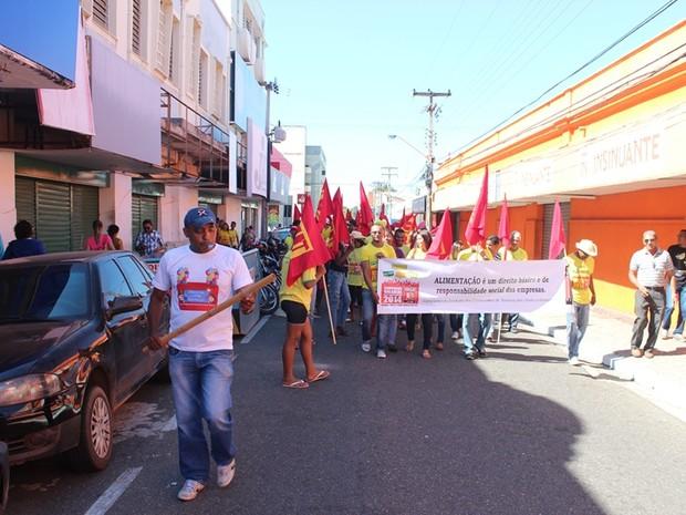 Lojas ficaram fechadas durante manifestação do Sindicato dos Comerciários de Teresina (Foto: Gil Oliveira/ G1 PI)