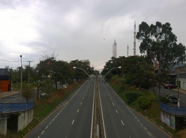 Avenida de Campinas teve pouco movimento na tarde gelada (Foto: campinas, avenida, frio, temperatura, trânsito)