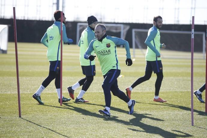 Neymar e Iniesta em treino do Barcelona (Foto: Miguel Ruiz / Barcelona)