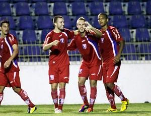 Alemão e Formigoni comemoram gol do Guará contra o Bragantino (Foto: Divulgação)