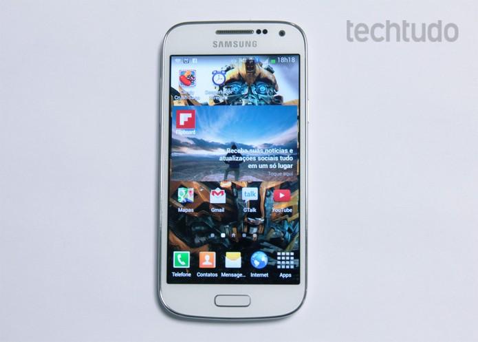 Galaxy S4 mini tem design mais fino e é mais compacto do que aparelho da Motorola (Foto: Barbara Mannara/TechTudo) (Foto: Galaxy S4 mini tem design mais fino e é mais compacto do que aparelho da Motorola (Foto: Barbara Mannara/TechTudo))