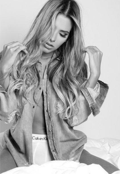 Adriana Sant'Anna posa sensual (Foto: Reprodução / Instagram)