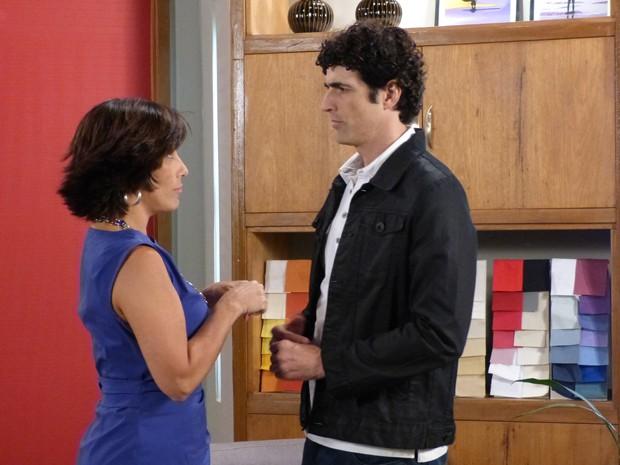 Para ajudar Roberta na Positano, Nando propõe que eles não se casem (Foto: Guerra dos Sexos/TV Globo)