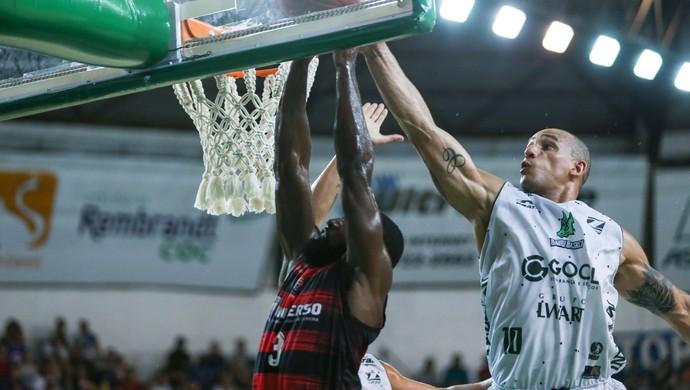 Bauru Basket x Vitória, NBB 9, Alex Garcia (Foto: Caio Casagrande / Bauru Basket)