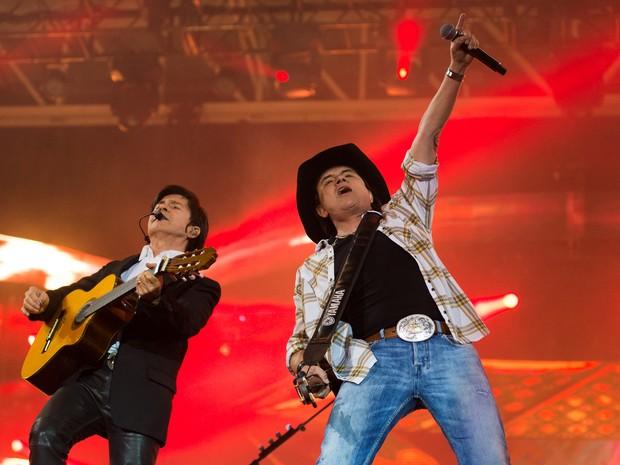 Chitãozinho e Xororó formam uma das duplas mais queridas entre os fãs sertanejos (Foto: Érico Andrade/G1)
