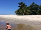 Ex de Neymar posta foto do filho Davi Lucca brincando em praia