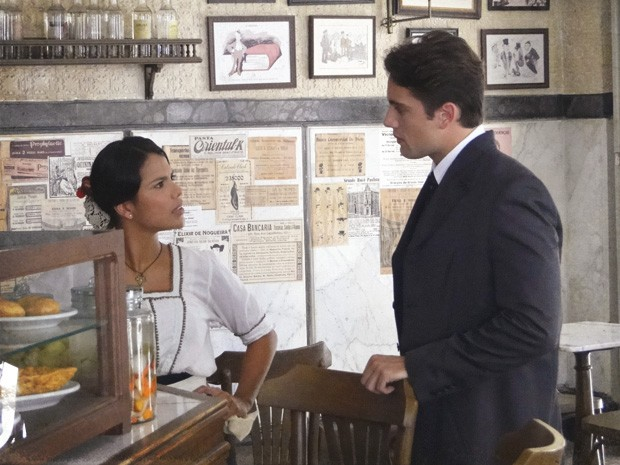 Albertinho inventa desculpa esfarrapada para se afastar de Gilda (Foto: Lado a Lado/TV Globo)