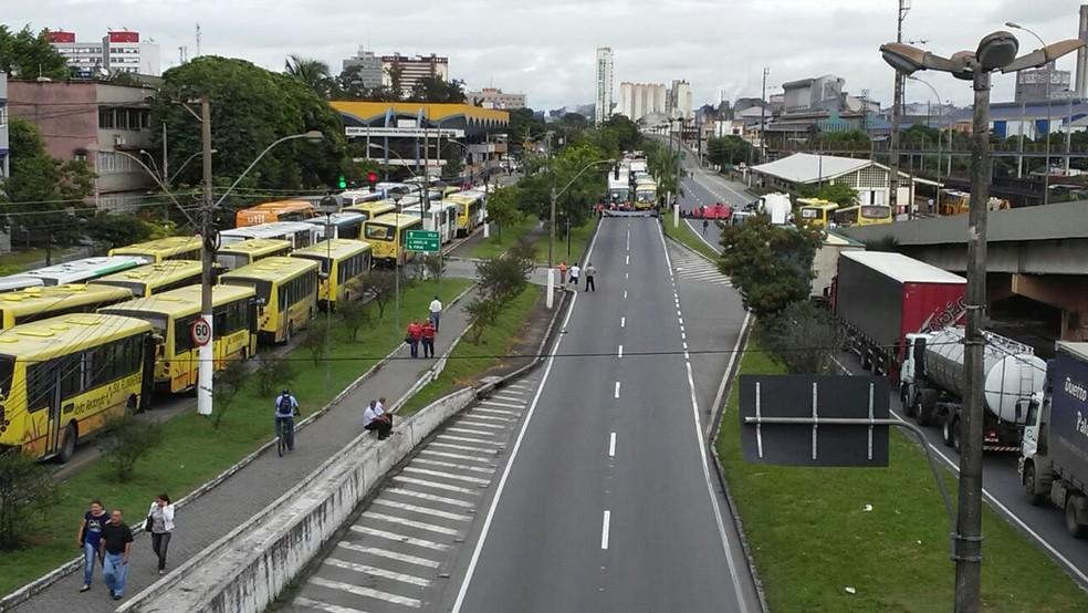 Paralisação na altura da Lúcio Meira em Volta Redonda (Foto: Renan Tolentino/TV Rio Sul )