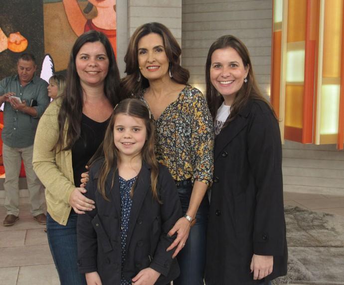 Convidadas tiram foto com a Fátima  (Foto: Larissa Moggi/Gshow)