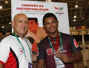 Leonardo Diniz e o técnico do Maranhão, Marquinhos Leite (Foto: Divulgação/Bruno Mendes)