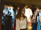 Marina Ruy Barbosa faz compras com a mãe em um shopping do Rio