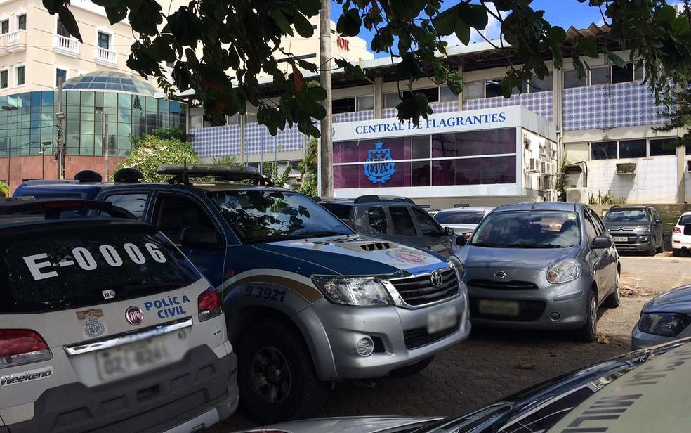 Central de Flagrantes Salvador (Foto: Anna Valéria/ TV Bahia)