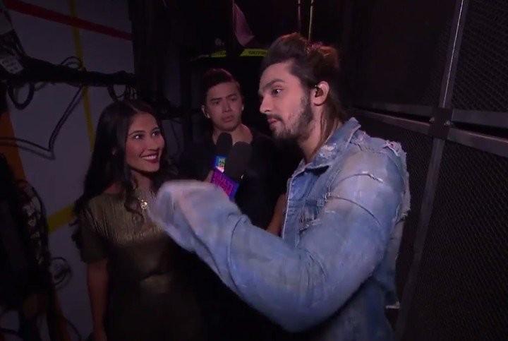Thaynara OG e Whindersson Nunes acompanharam Luan Santana at o palco pra estreia de Canta, Luan (Foto: Reproduo/Multishow)